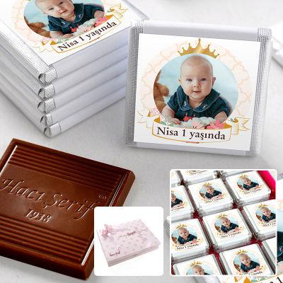 Hacı Şerif - 1 Yaş Fotoğraflı Kız Bebek Çikolatası (48 Adet Madlen+Sunum Kutusu)