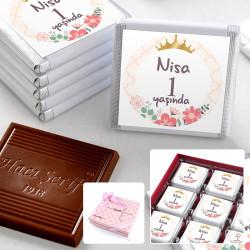 - 1 Yaş İsme Özel Kız Bebek Çikolatası (32 Adet Madlen+Sunum Kutusu)
