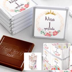 - 1 Yaş İsme Özel Kız Bebek Çikolatası (70 Adet Madlen)