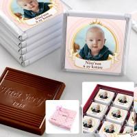 Hacı Şerif - 6 Ay Kınası Fotoğraflı Kız Bebek Çikolatası (32 Adet Madlen+Sunum Kutusu)