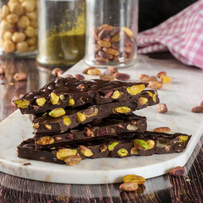 Hacı Şerif - Bayramyeri Kırık Bitter Antep Fıstıklı Çikolata 300g