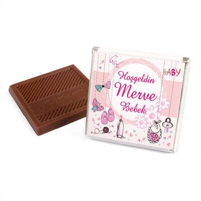Etiket Baskılı Biblolu Kız Bebek Çikolatası (Metal Yuvarlak Kutu) 70 Adet Madlen Çikolata +Gül Suyu Hediyeli