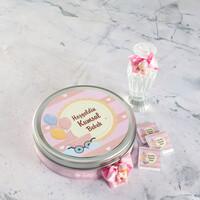 Hacı Şerif - Etiket Baskılı Biblolu Kız Bebek Çikolatası (Metal Yuvarlak Kutu) 50 Adet Madlen+Kolonya Hediyeli