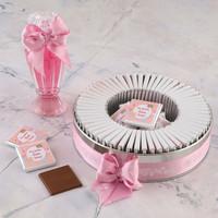Etiket Baskılı Kurdelalı Kız Bebek Çikolatası (Metal Yuvarlak Kutu) 50 Adet Madlen Çikolata +Gül Suyu Hediyeli - Thumbnail