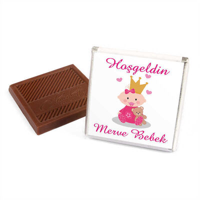 Etiket Baskılı Kurdeleli Biblolu Kız Bebek Çikolatası (Metal Yuvarlak Kutu) 60 Adet Madlen