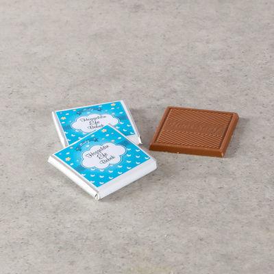 Etiketli Erkek Bebek Çikolatası (Metal Yuvarlak Kutu) 70 Adet Madlen+Gül Suyu+Afiş