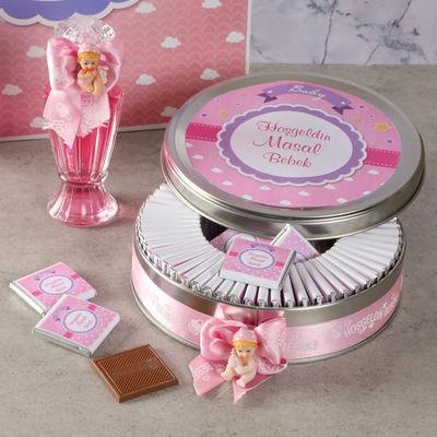 Etiketli Kız Bebek Çikolatası (Metal Yuvarlak Kutu) 70 Adet Madlen+Gül Suyu+Afiş