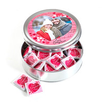 Hacı Şerif - Fotoğraflı Sevgililer Günü Hediyesi (Yuvarlak Metal) 40 Adet Madlen Çikolata