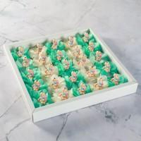 Hacı Şerif - Yeşil-Krem Çiçek Dekorlu Bebekli Çikolata (Madlen)